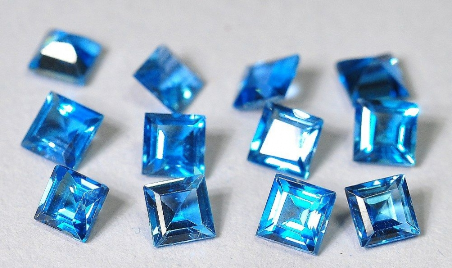 Topaz London Blue fasetowany kwadrat 4/4 mm
